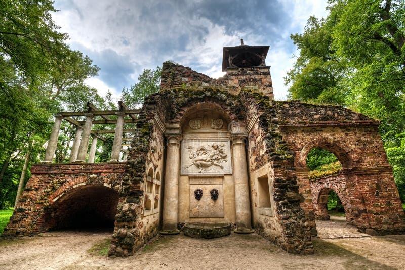 主教的哥特式房子公园世外桃源的, Nieborow 免版税库存照片