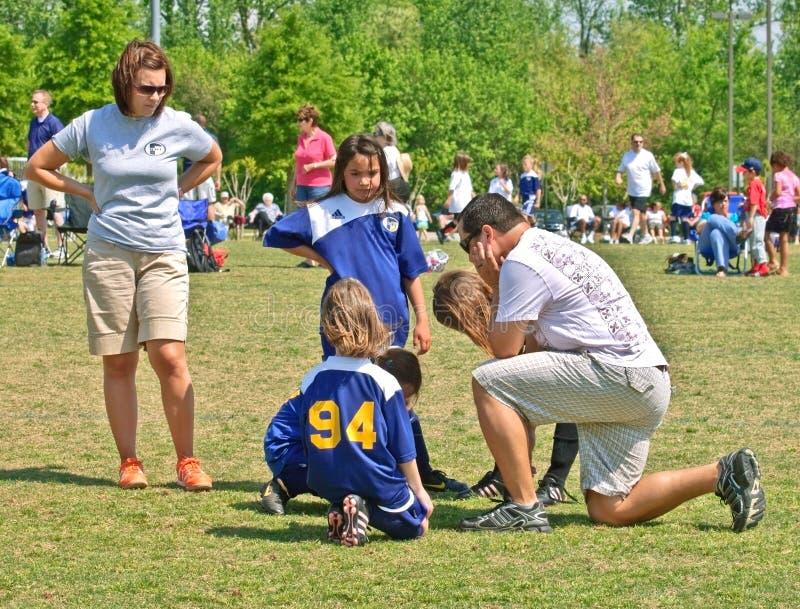 教练夫妇女孩足球 库存图片