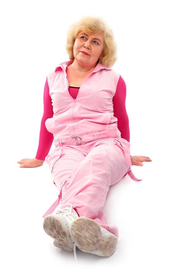 教练年长健身夫人的激活 免版税库存图片