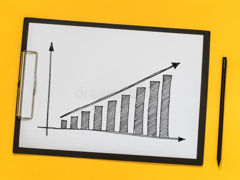 教练的事务,训练 在一张纸的成长曲线图 免版税库存照片