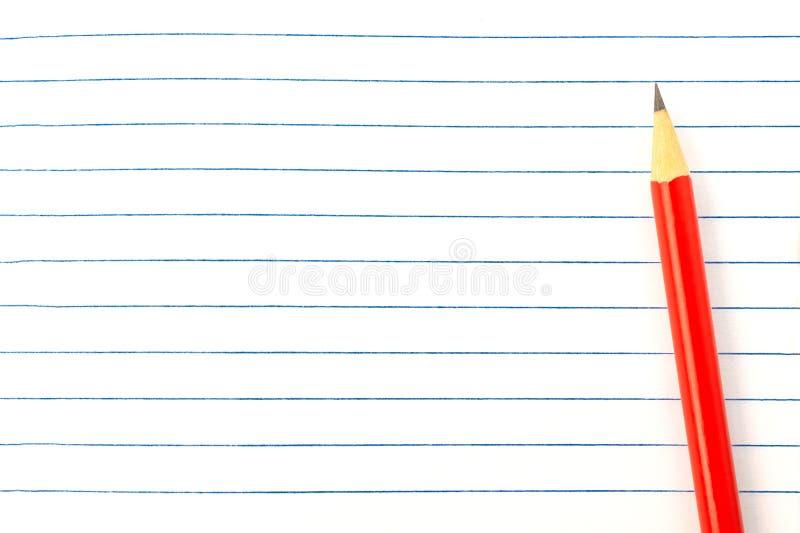 教育概念-在书背景特写镜头,大模型,拷贝空间的红色铅笔 免版税库存照片
