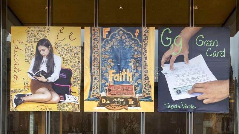 教育的信件E, F信念的和G绿卡乙烯基横幅的,移民字母表项目,费城 免版税库存照片
