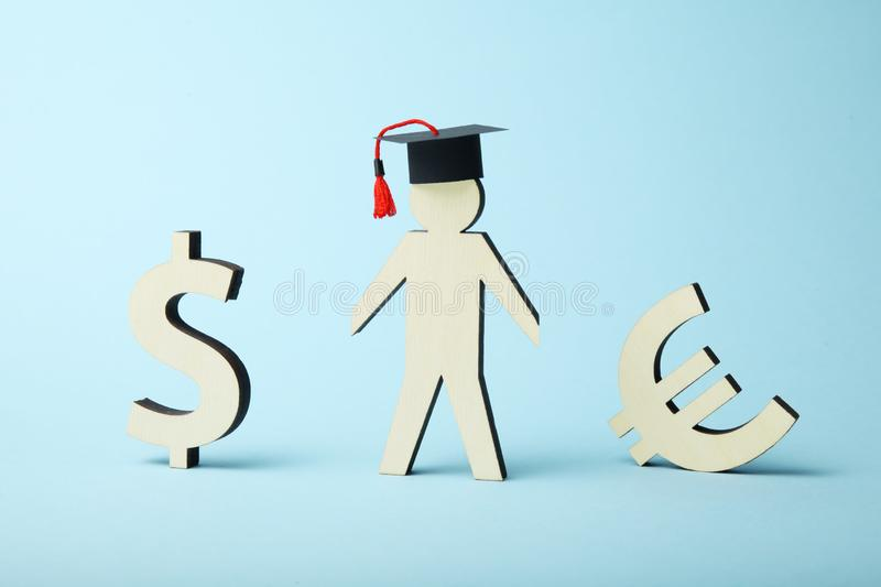 教育的金钱贷款 学院和学院资金概念 免版税库存图片