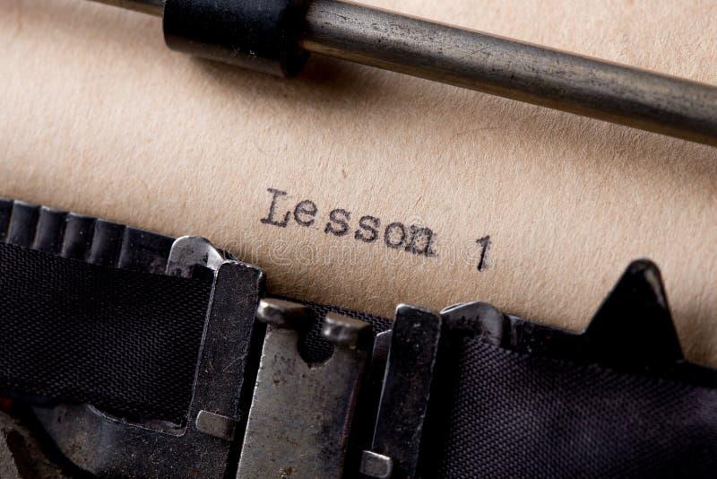 教训1 -在葡萄酒打字机的被键入的词 免版税库存图片