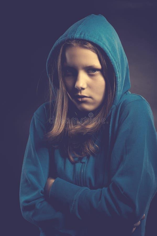 敞篷的害怕青少年的女孩 免版税库存图片