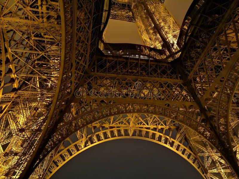 敢形式的埃菲尔铁塔从未不铭记与他艺术性的细节 这是力量和秀丽一个巨大印象  库存照片