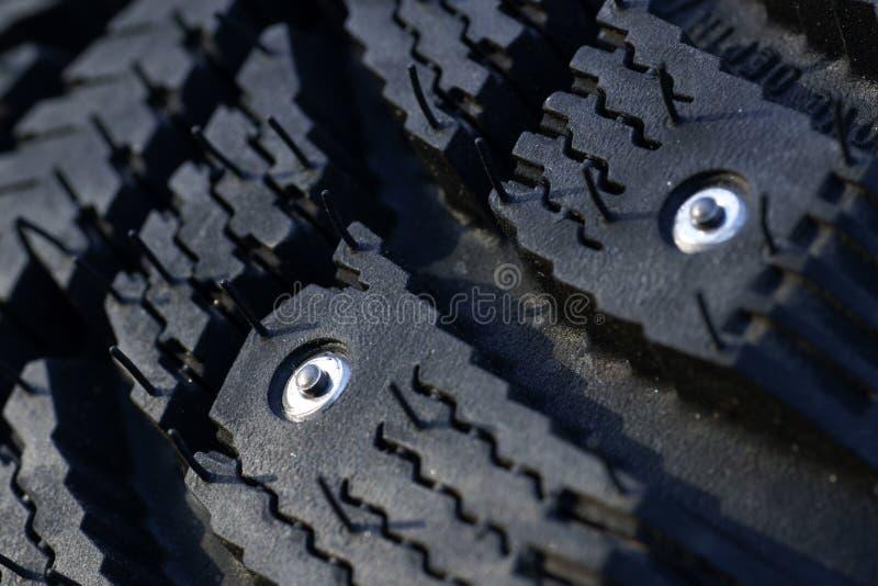 Download 散布的冬天轮胎 库存照片. 图片 包括有 安全性, 自动, 驱动器, 马达, 螺柱, 散布, 夹子, 模式 - 62535980