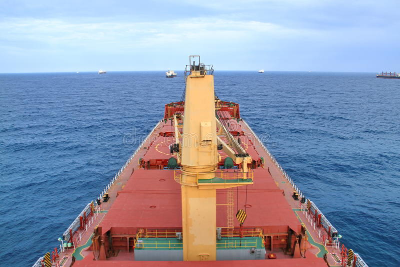 散装货轮定住在科托努,贝宁 库存照片