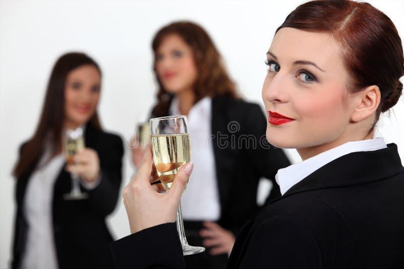 敬酒成功的三名女实业家 免版税库存照片