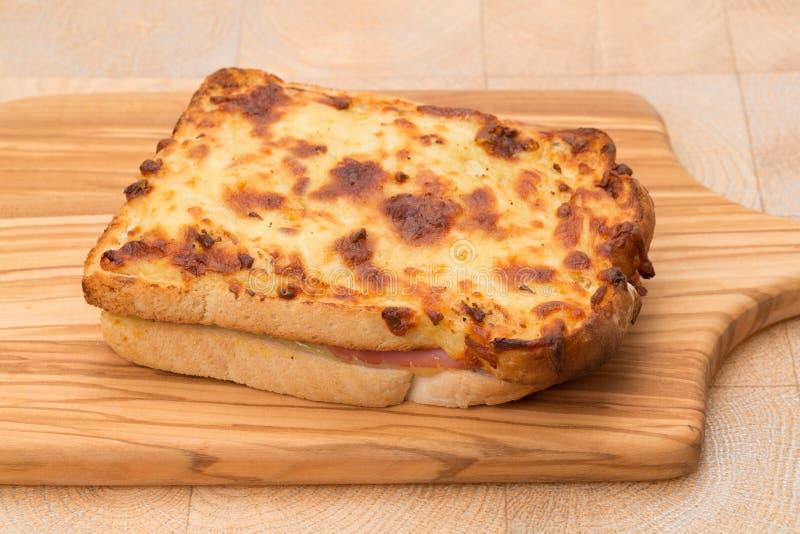敬酒的乳酪和火腿三明治- panini 库存图片