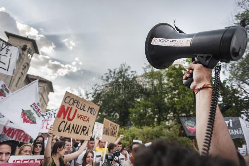 数千在罗马尼亚召集反对布加勒斯特的加拿大控制金矿 库存图片