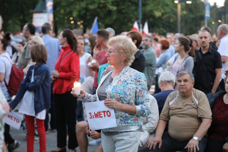 数千政府对手在克拉科夫抗议反对新的司法改革和未来规划改变最高法院 C 免版税图库摄影