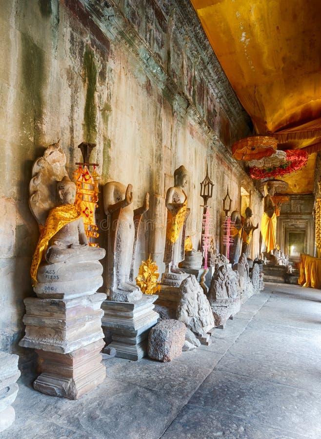 数千Buddhas画廊在吴哥窟 angkor banteay柬埔寨湖lotuses收割siem srey寺庙 柬埔寨 免版税库存照片