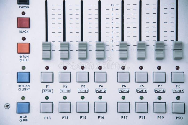 数字声音软的焦点和录音控制台,专业音乐和声音混合 免版税库存照片