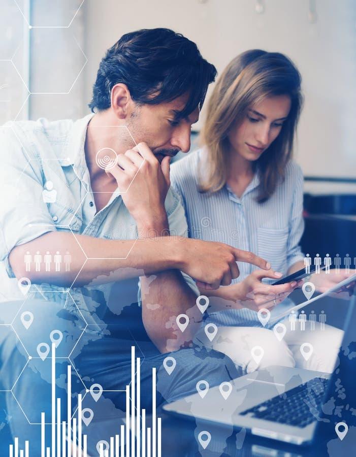 数字式图,图表的概念连接,虚屏,连接象 配合过程 商人年轻人 库存图片