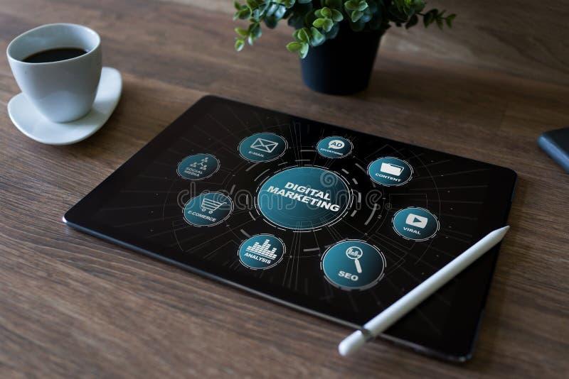 数字式在屏幕上的营销概念 事务和互联网概念 库存图片