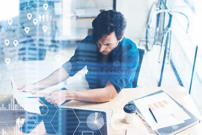 数字式屏幕,虚拟连接象,图,图表的概念连接 工作在现代的办公室地方的商人 库存图片