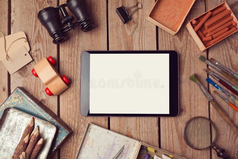 数字式片剂嘲笑为创造性的工作或app设计介绍 免版税图库摄影