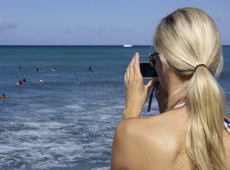数字式白肤金发的照相机 图库摄影