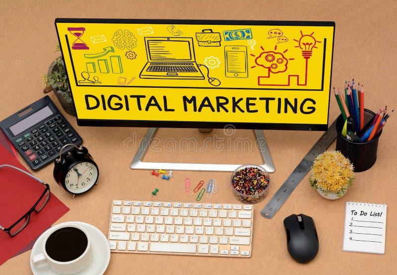 数字式营销在办公室表计算机上的图画象 免版税库存图片