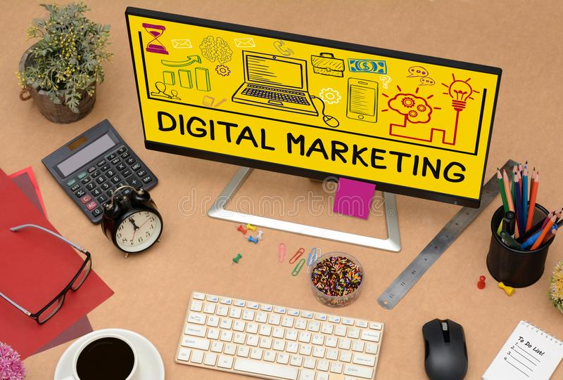 数字式营销在办公室表计算机上的图画象 免版税库存照片