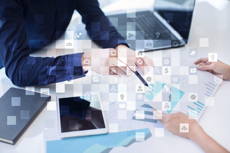 数字式营销技术概念 互联网 在网上 搜索引擎优化SEO SMM 忠告 库存照片