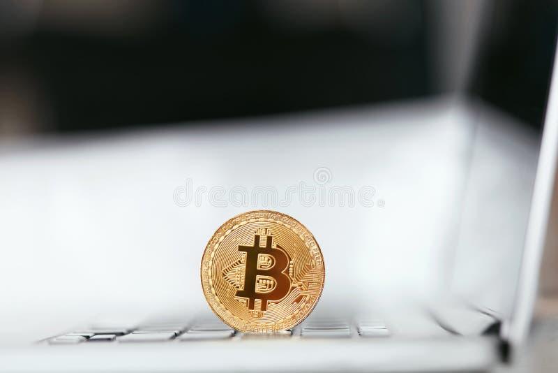 数字式货币 在键盘特写镜头的Bitcoin 免版税库存照片