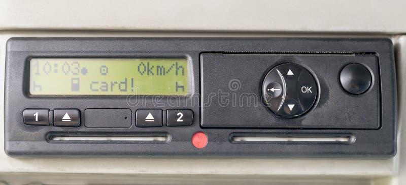 数字指示显示读卡片 在设备的没有插入了的卡 插入司机卡片 没有个人资料 免版税库存照片