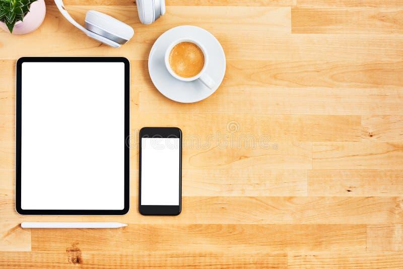 数字片剂和智能手机有空白的白色屏幕的 图库摄影