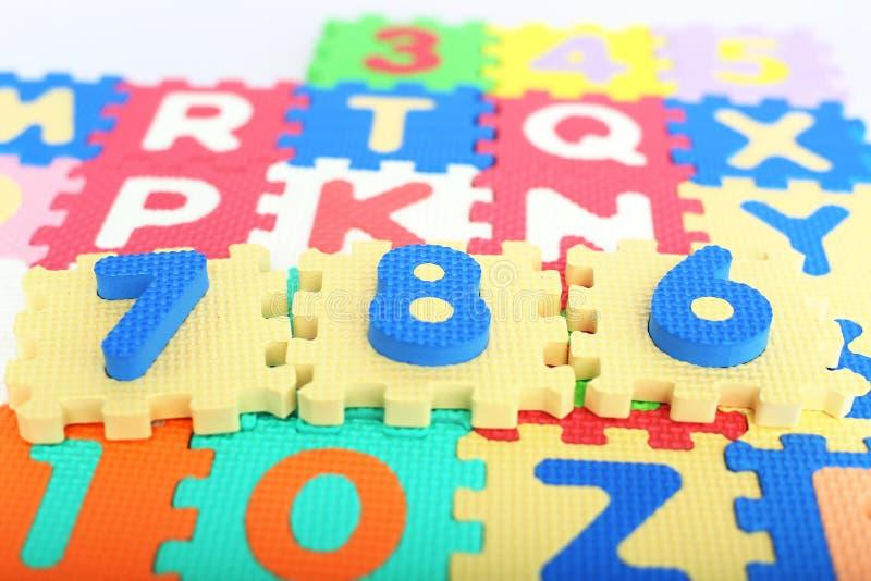 数字的图片在色的字母表信件的 免版税库存照片