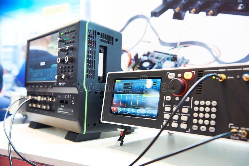 数字脉冲发生器在实验室 免版税库存照片
