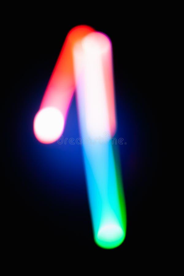 数字1 一 在黑暗的背景的发光的数字 抽象轻的绘画在晚上 创造性的艺术性的五颜六色的bokeh 新年度 免版税库存图片