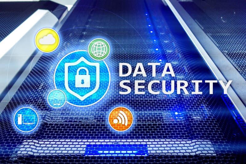 数据保密,网络预防犯罪,数字信息保护 锁象和服务器室背景 库存照片