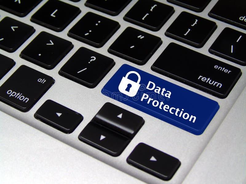 数据保护-膝上型计算机按钮 免版税库存图片