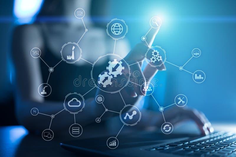 数据集成图和自动化企业互联网在虚屏上的技术概念 免版税库存照片