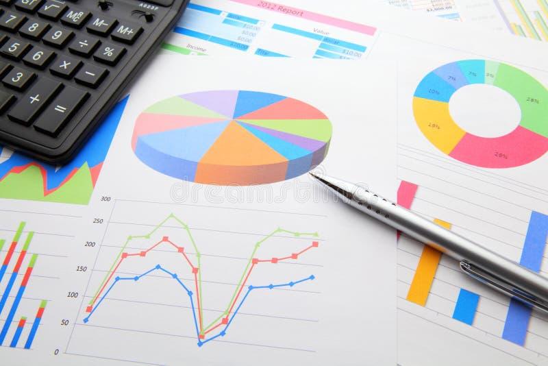 数据绘制和计算器 免版税图库摄影
