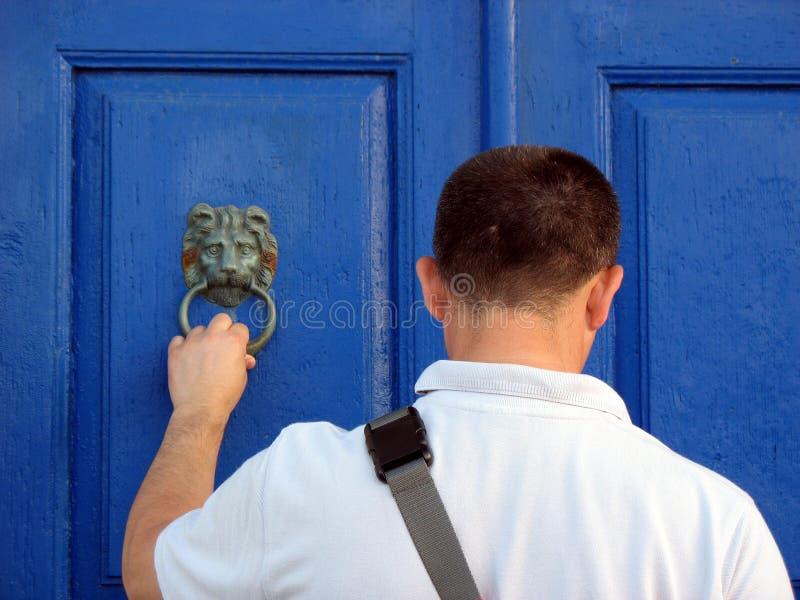 敲门人lionhead 图库摄影