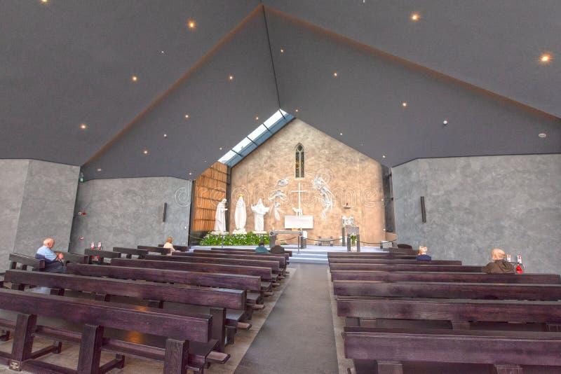敲,马约角,爱尔兰 在Co马约角的爱尔兰` s全国玛丽亚寺庙,访问1 5每年百万人民 敲寺庙 库存图片