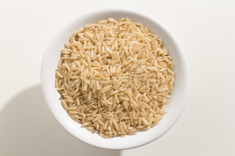 整个中国米种子 五谷顶视图在碗的 白色ba 免版税图库摄影