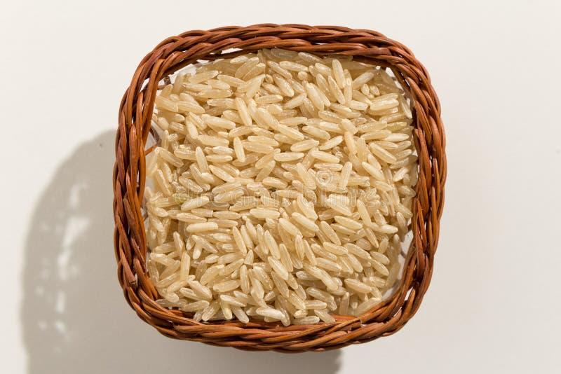 整个中国米种子 五谷顶视图在篮子的 关闭 免版税库存图片