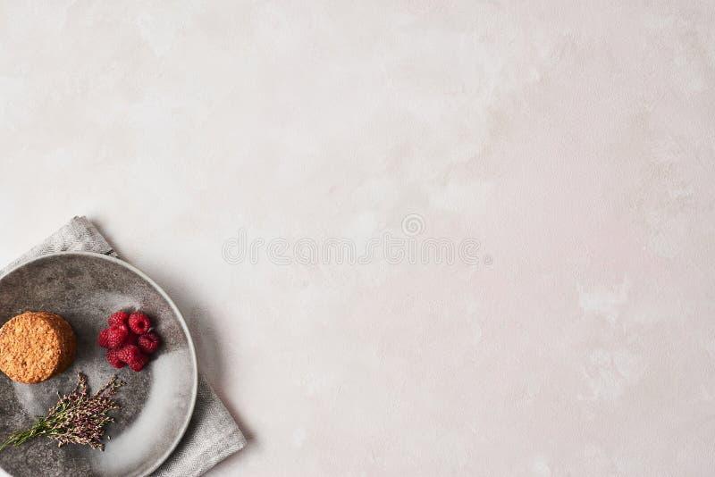 整个五谷曲奇饼用莓 库存照片