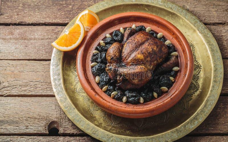 整鸡tajine,摩洛哥食物,拷贝空间 免版税库存图片