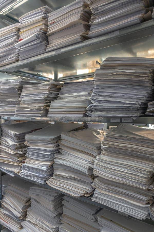 文件堆在一个档案被存放 免版税库存图片