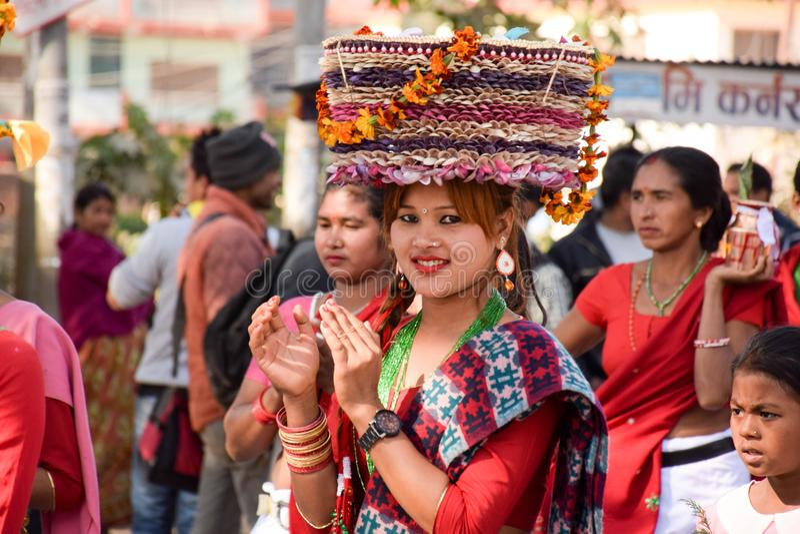 文化礼服的尼泊尔女孩 图库摄影
