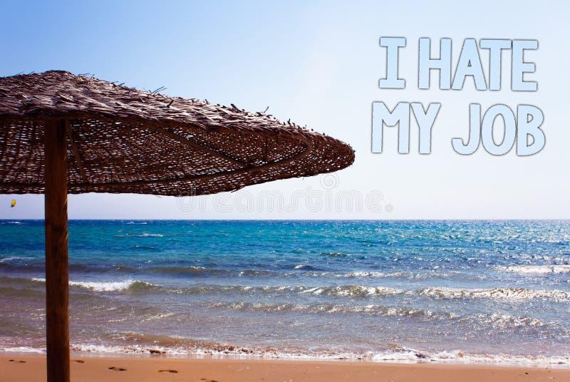 文字笔记陈列我恨我的工作 陈列企业的照片恨您的烦恶您的公司坏事业蓝色海滩s的位置 免版税库存照片