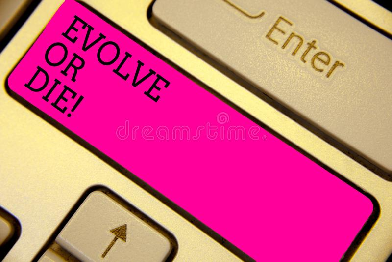 文字笔记陈列演变或死 变动企业照片陈列的必要增长适应持续居住的生存键盘 图库摄影
