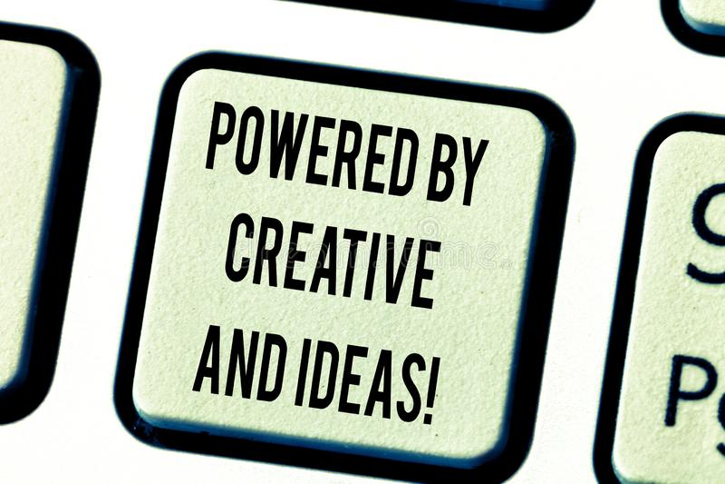 文本创造性和想法供给动力的标志陈列 概念性照片强有力的创造性创新好能量键盘 图库摄影
