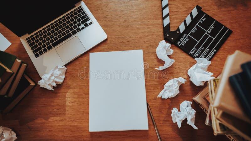 文本在工作场所的作家材料顶视图  免版税图库摄影