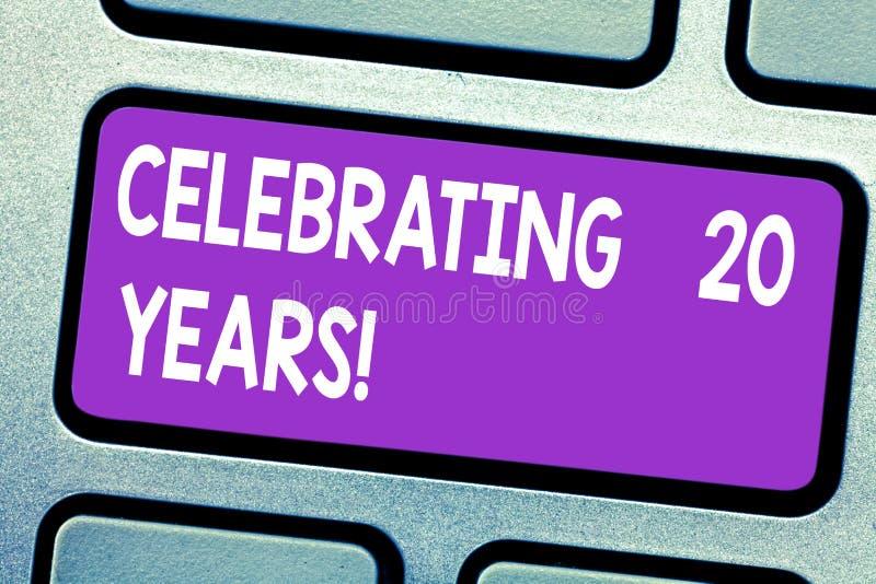 文本庆祝20年的标志陈列 一起纪念一特别日子的概念性照片是20年键盘 免版税库存图片