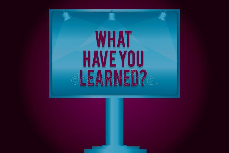 文本标志显示什么有您Learnedquestion 概念性照片告诉我们您的新知识经验空白的灯 皇族释放例证